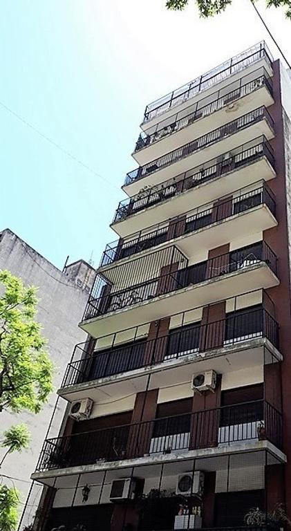 VIAMONTE Y LARREA / APTO PROFESIONAL / LUMINOSO /