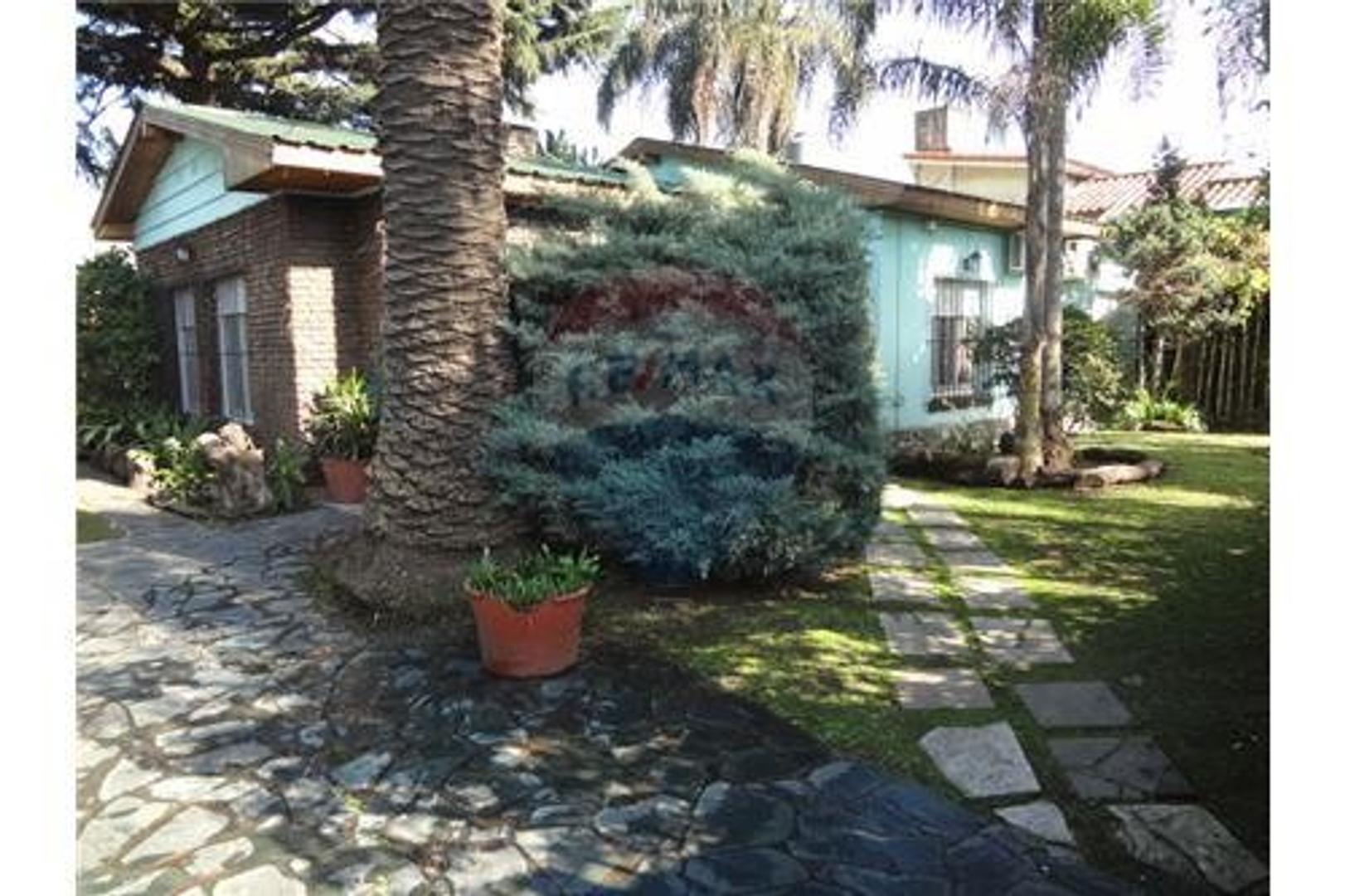 Casa 4 ambientes en Villa Sarmiento con cochera