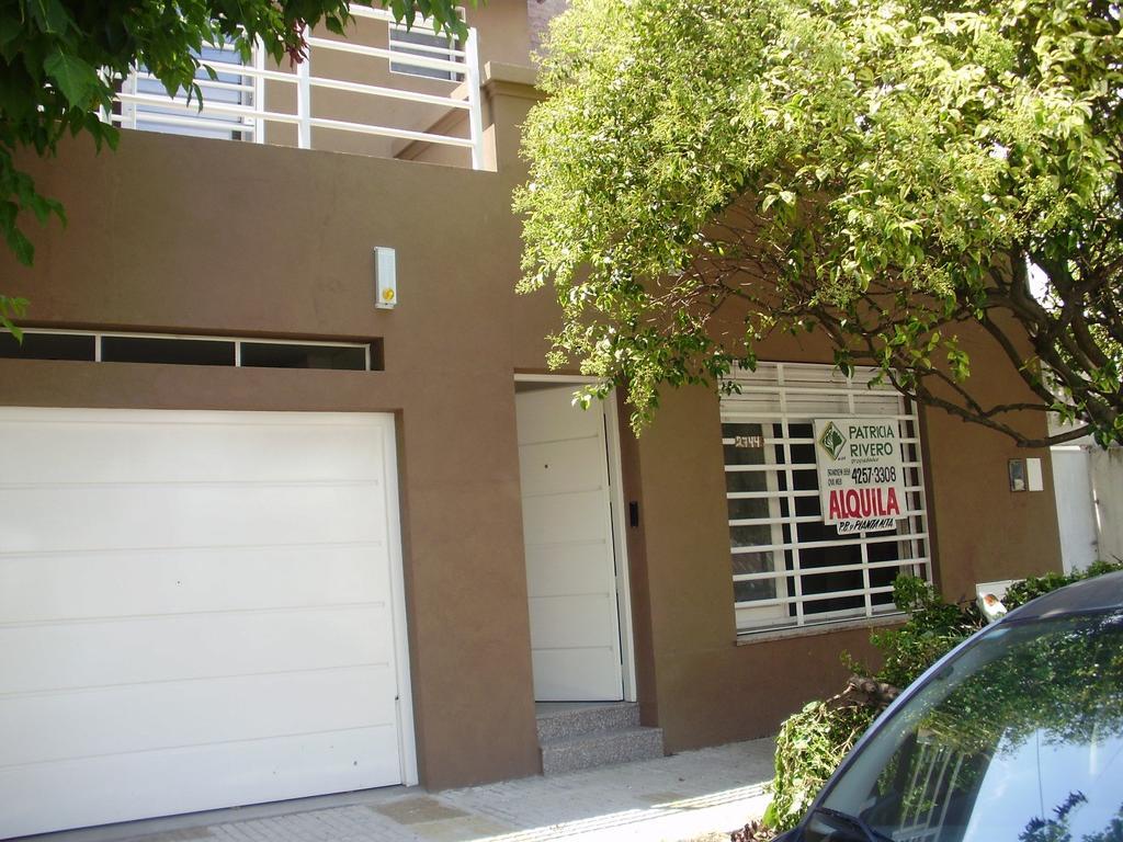 Dpto. amplio de 2 amb. en planta alta c/garage + patio c/parrilla. Quilmes
