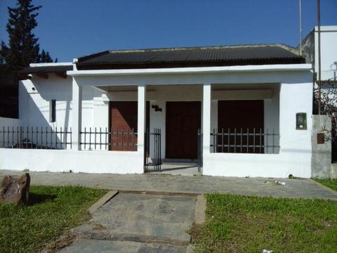 DUEÑO VENDE CASA/SALON EN COLON, ENTRE RIOS