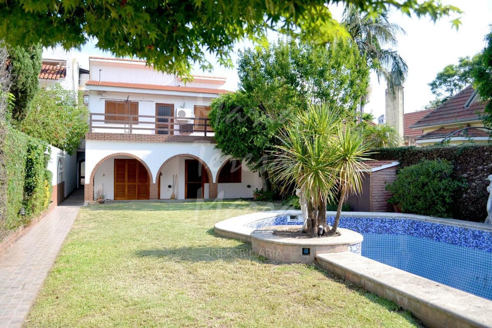 Casa en Venta en Alberdi - 8 ambientes