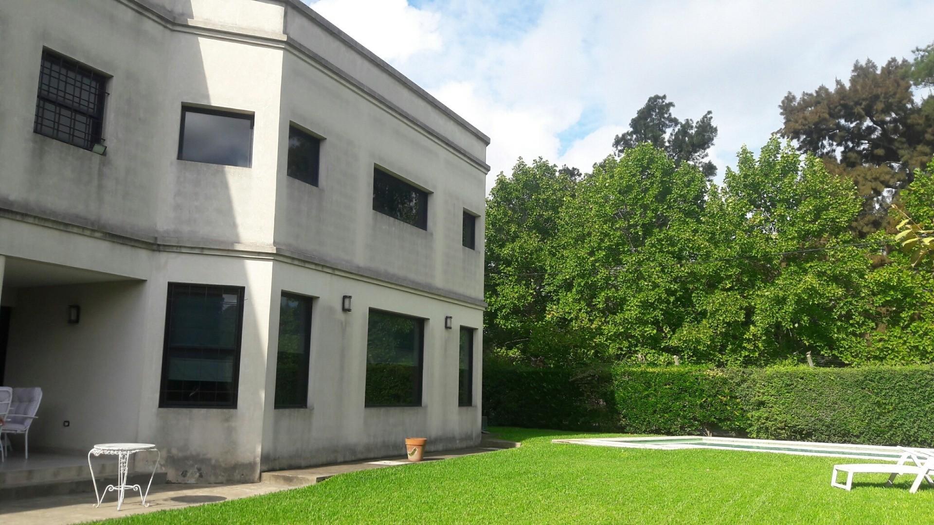 Casa en Venta - 8 ambientes - USD 570.000