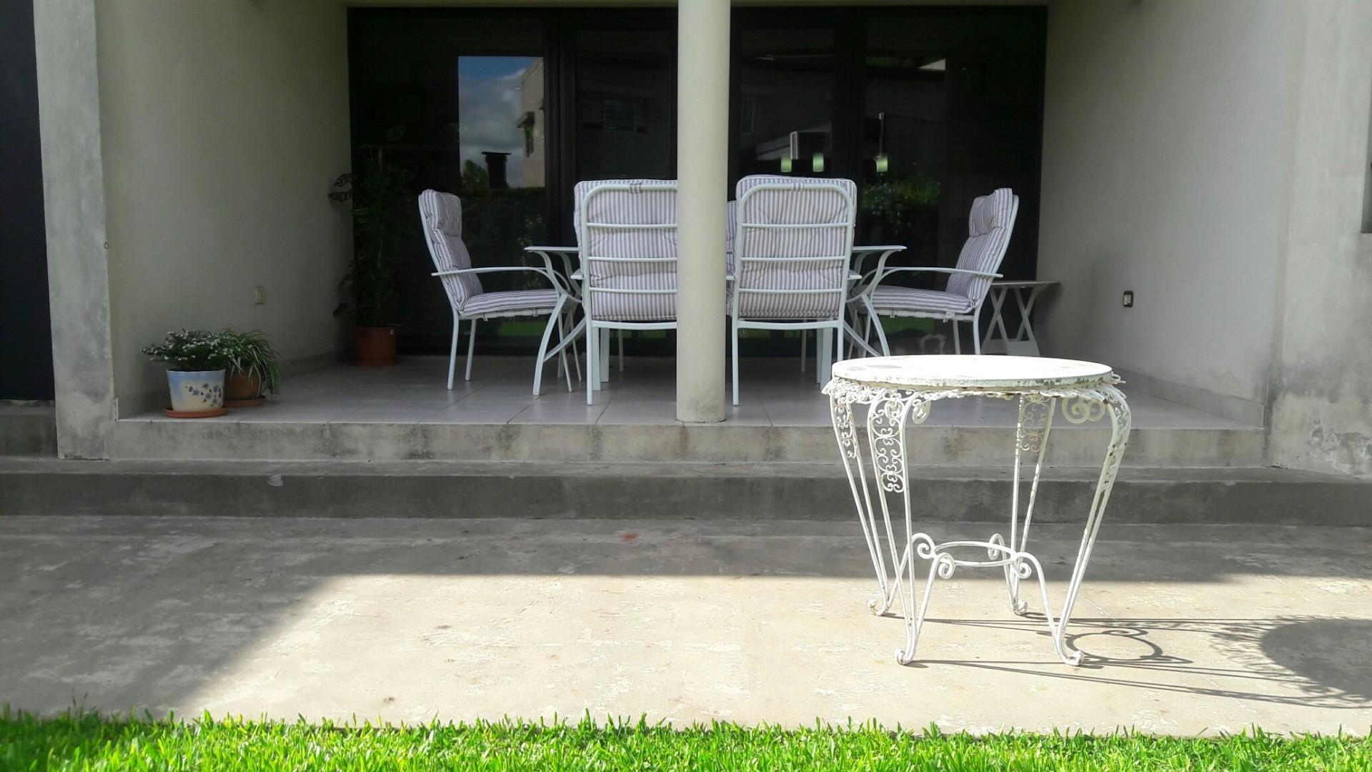 Casa 20 e/ 495 y 496  - 8 ambientes con cochera