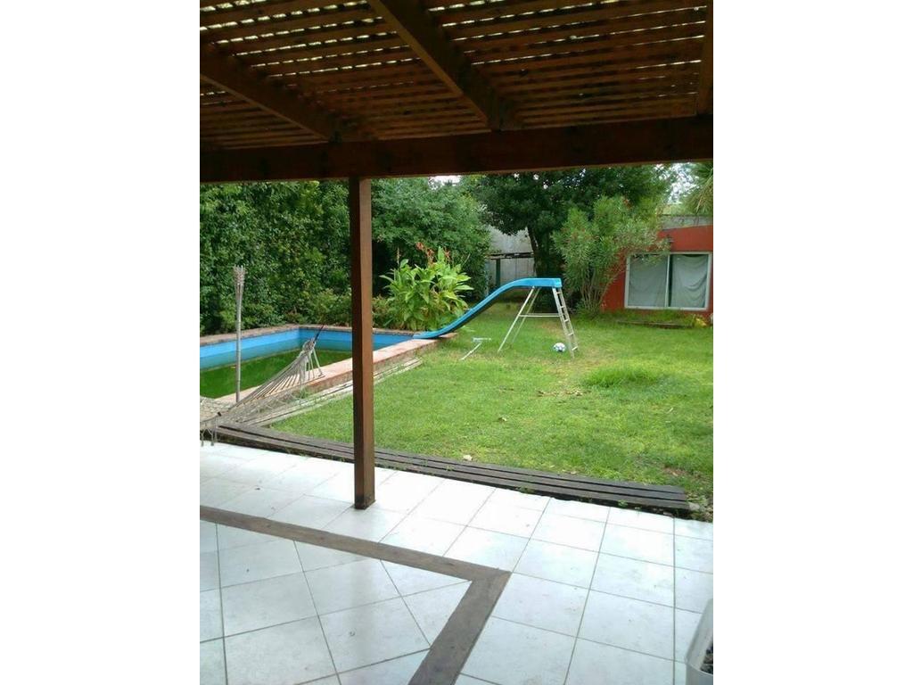 Casa de 3 dormitorios parque piscina.