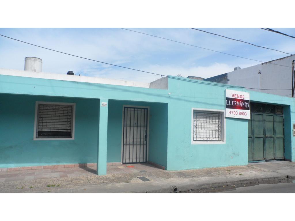 APTO CRÉDITO  Vende  Casa 3 Amb Amplios 1 Planta  Patio  40mts Garage A Refaccionar Lote 8,66x 20mts