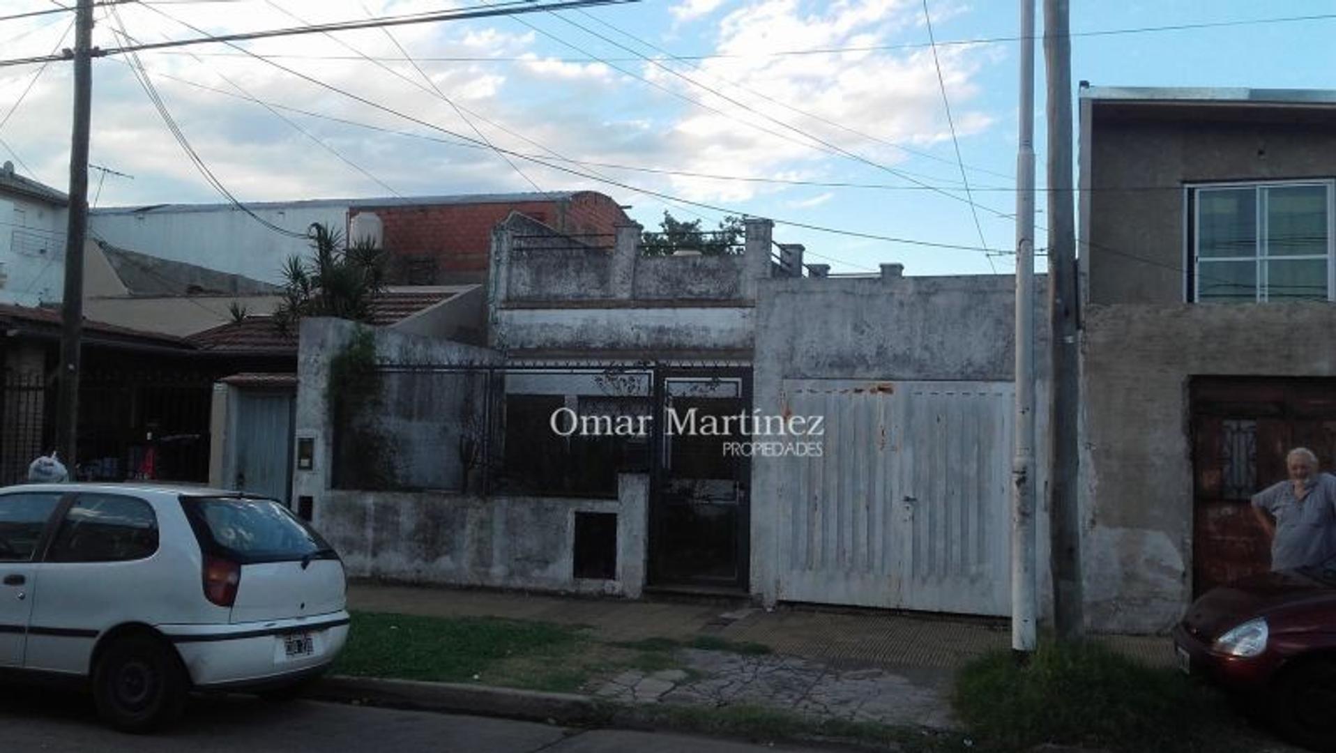 XINTEL(OMP-OMP-266) Casa 3 amb. en Caseros, a re-faccionar.