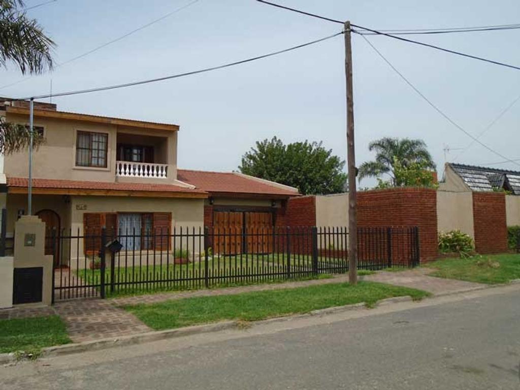 Ciudad Evita- Hermosa casa en 2 Plantas- 581m2!!!