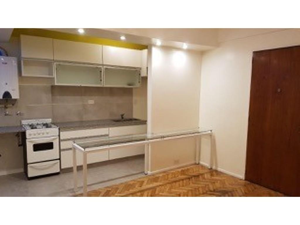 Av. Cordoba 1500, piso 8.- Departamento de 3 amb en VENTA.-