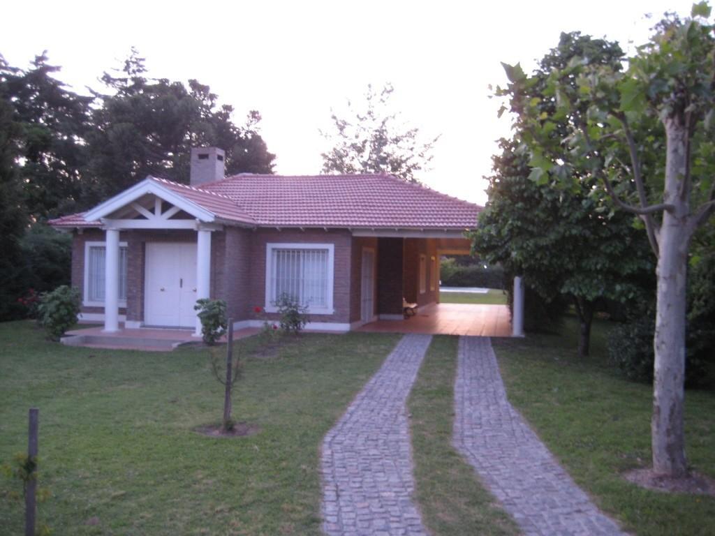 Casa Quinta, excelente y nueva construcción - Zona: sobre Av. Illia.  - 3 dormitorios (1 en suite)