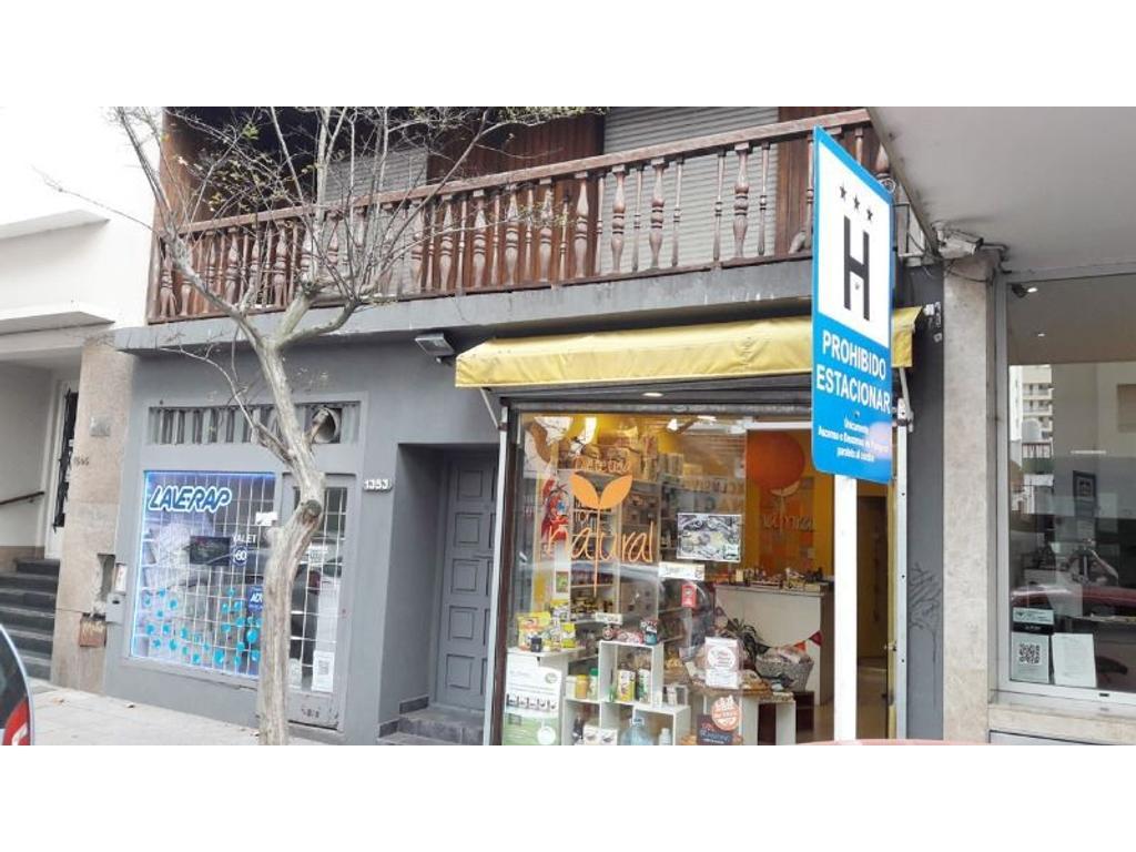 Casa mas 2 locales en La Rioja y 3 de Febrero