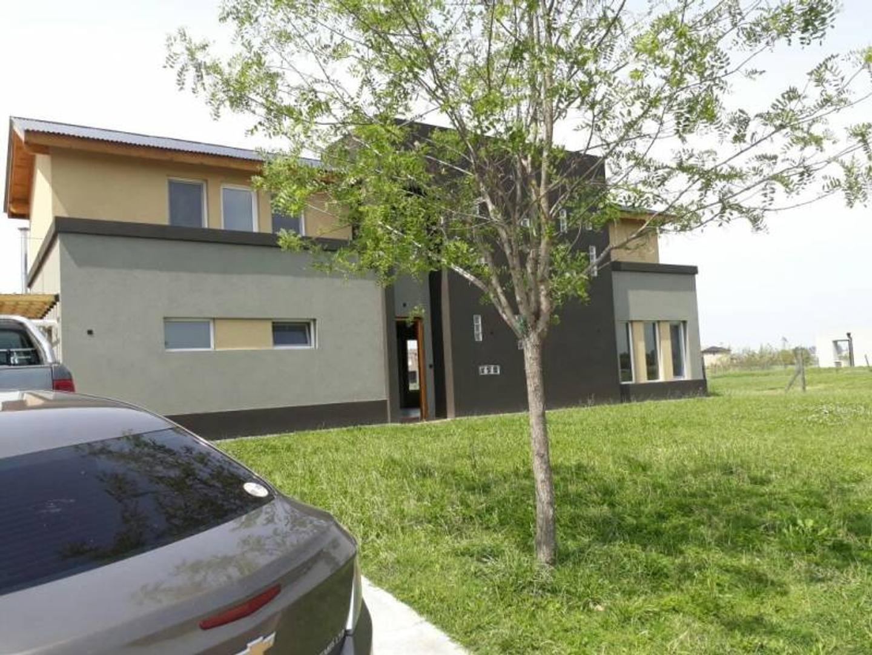 Casa a la Laguna - 4 dormitorios- Excelente calidad de construcción