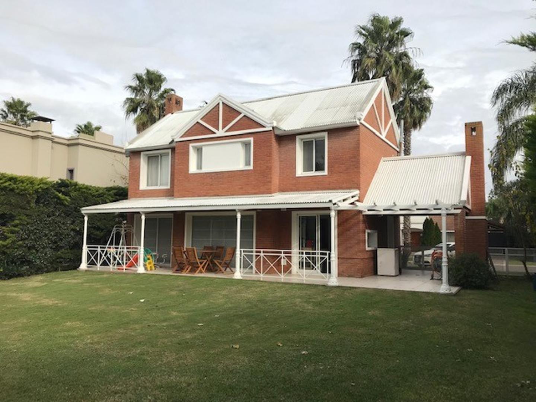 Casa en Venta - 4 ambientes - USD 450.000
