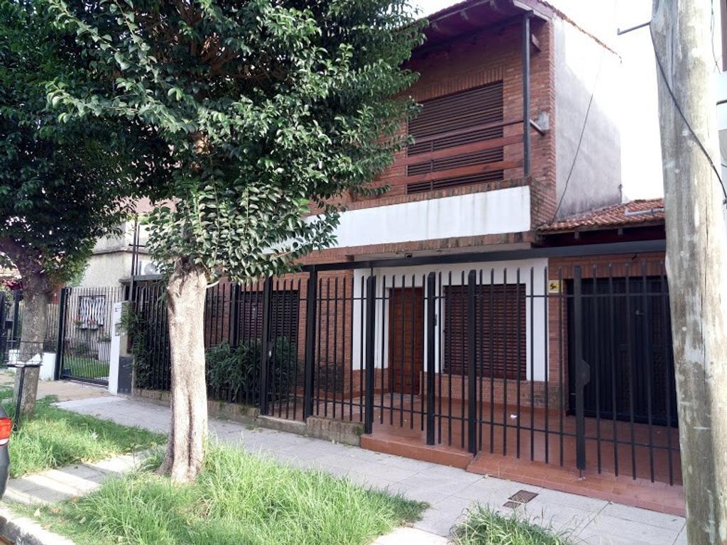 Venta-gba norte-casa-chalet-pileta-garage-4 dormitorios-quincho-parrilla-terraza,olivos