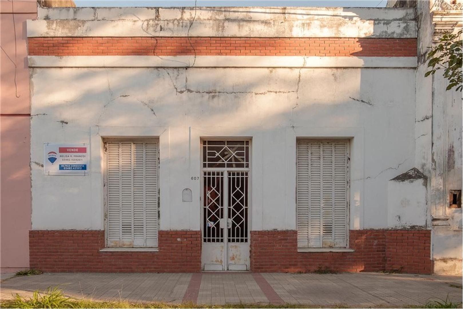 SE VENDE casa céntrica en la ciudad de reconquista
