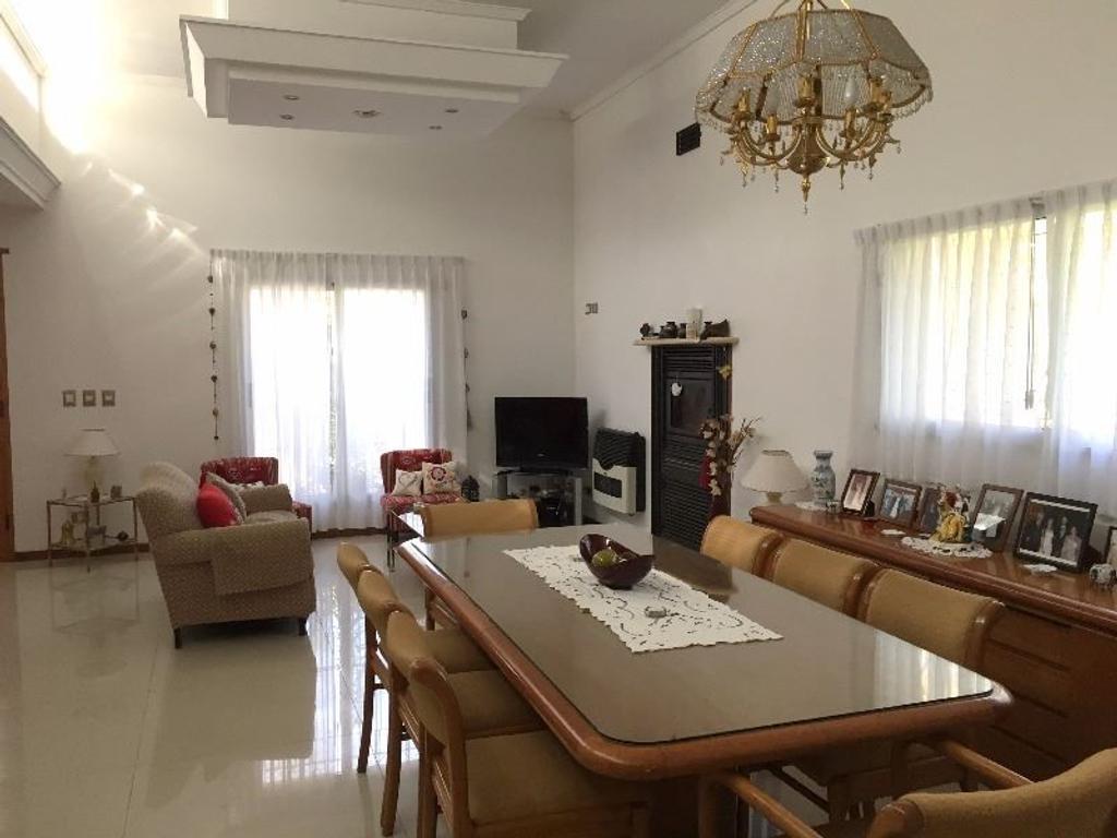 2 Casas sobre LOTE 2400 m2