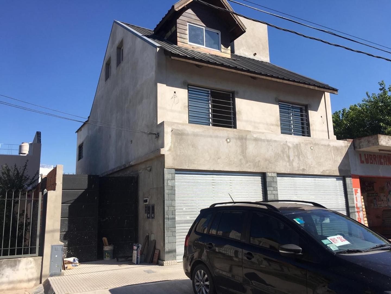 Casa en Venta en Villa Luzuriaga - 4 ambientes