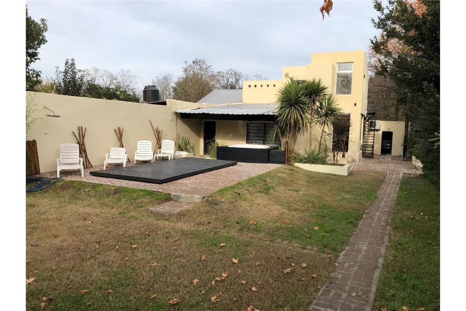 Casa parque leloir ,parque ,quincho, pileta