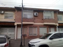 Duplex 4 ambientes con patio y cochera