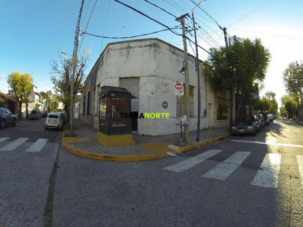 Se vende buen PH de época de 3 amb con Local de 52 m2 en esquina subdivisible en San Fernando centro