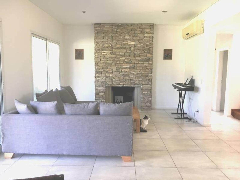 Casa en Talar Del Lago II con 3 habitaciones