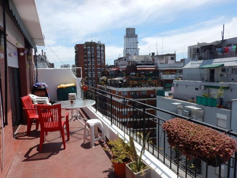 Monoambiente con balcón terraza y parrilla