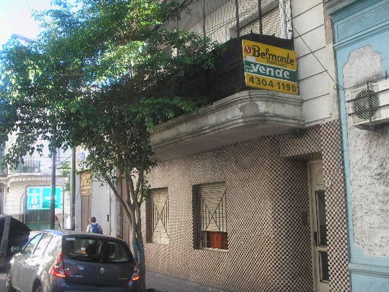 EXTRAORDINARIO DEPTO 3 AMB. AL FRENTE CON BALCON CORRIDO Y A PASOS DE LA AV. SAN JUAN - SUBTE - ETC.