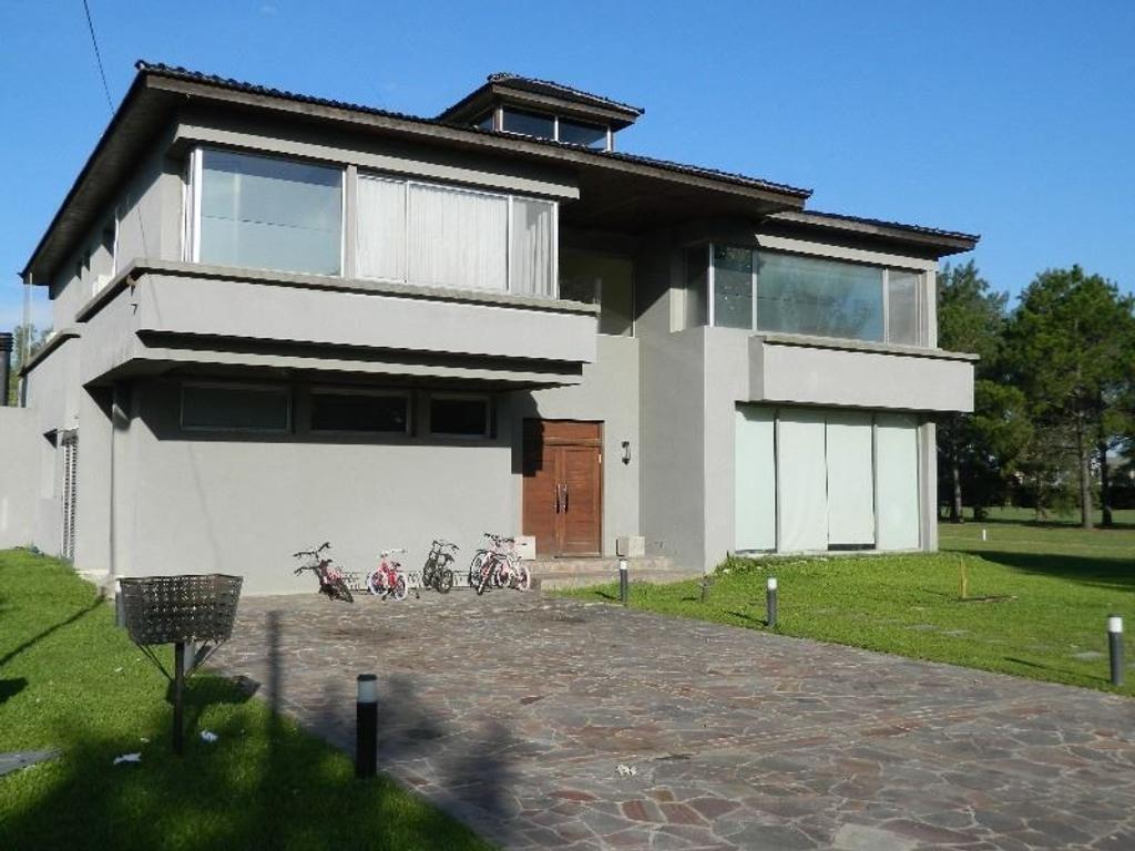 Excelente casa en Country de Ezeiza  Pileta Propia Climatizada