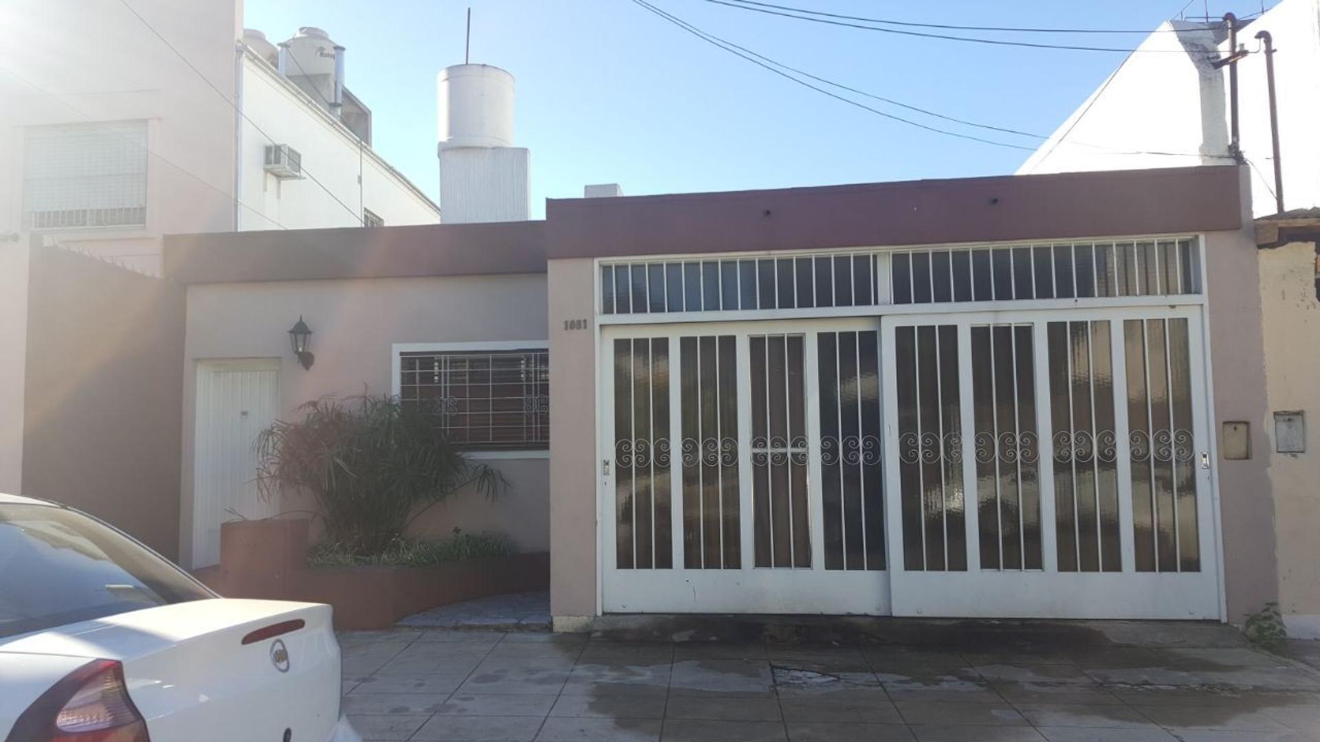 Excelente casa de cuatro ambientes en Villa Sarmiento.
