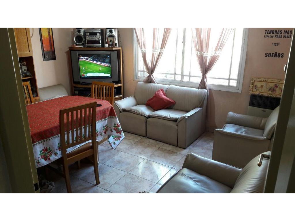 Amplio PH 3 ambientes con terraza en VENTA.