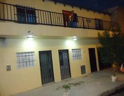 Casa Multifamiliar.  5 dptos. de 2 ambientes, 1 departamento de 3 ambientes y 7 habitaciones.