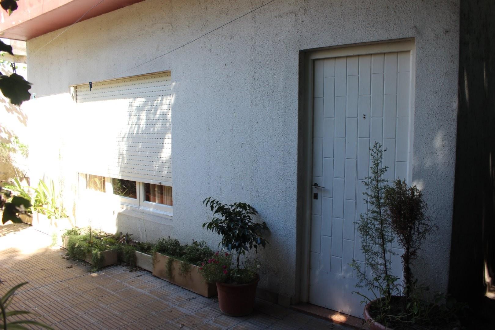 Casa a mts de Av Vergara 3700 - 10 Cuadras Estacion de Hurlingham