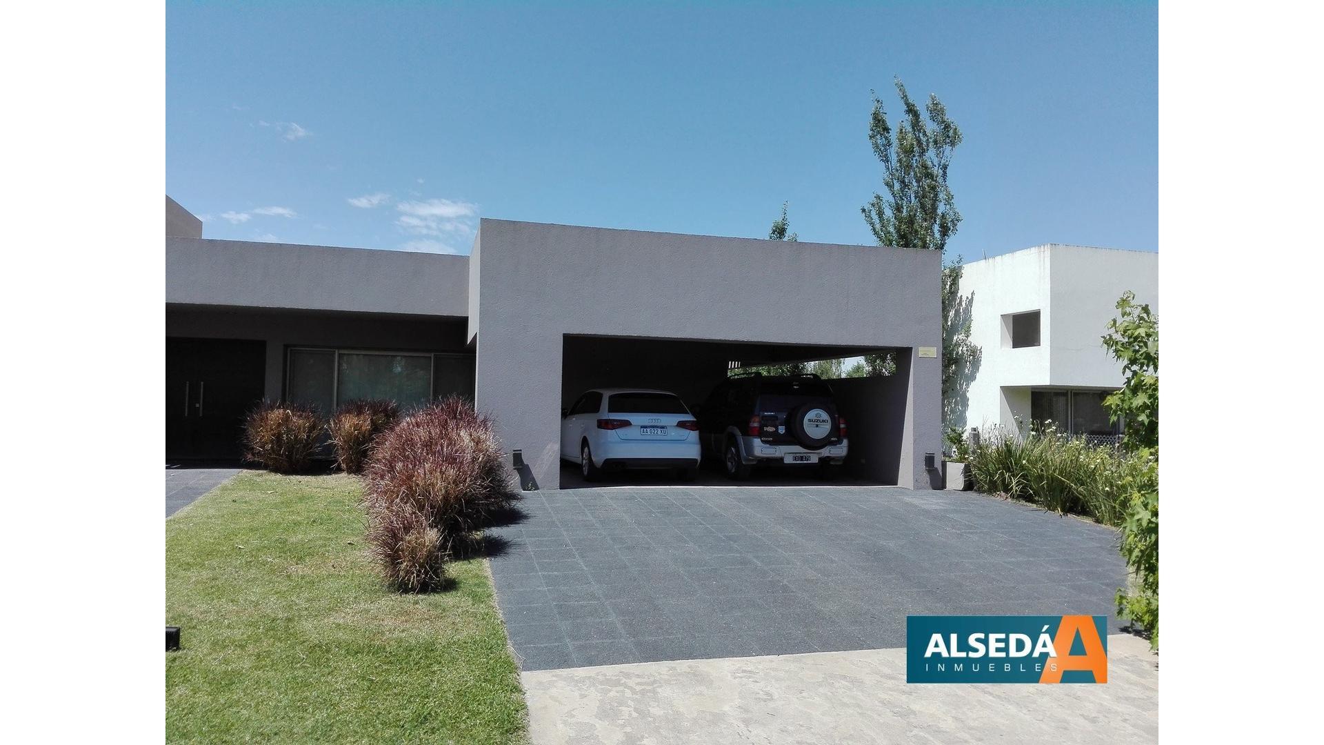 Casa de 3 dormitorios en barrio privado Los alamos Ibarlucea, Primera categoría!