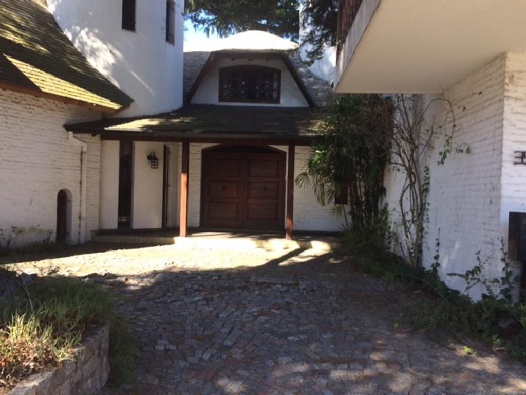 Casa en Héroes de Malvinas al 300 - San Isidro (Zona Marin)