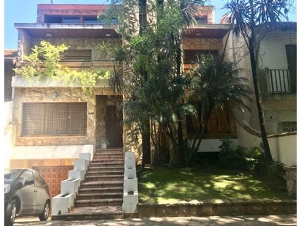 VAÑESA  INMUEBLES    VENDE  Importante propiedad ubicada en Ciudad Jardín, Lomas del Palomar. Sobre
