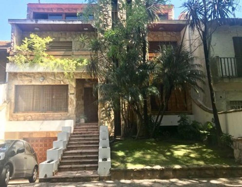VAÑESA  INMUEBLES    VENDE  Importante propiedad ubicada en Ciudad Jardín, Lomas del Palomar.