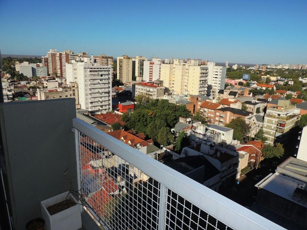 Depto de 2 amb AMPLIOS , balcon corrido en piso 13 con vista ABIERTA al rió. Excelente Ubicación