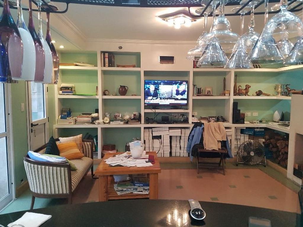 Venta Casa muy buen estado 7 Ambientes muy luminosa, 5 años de Antiguedad