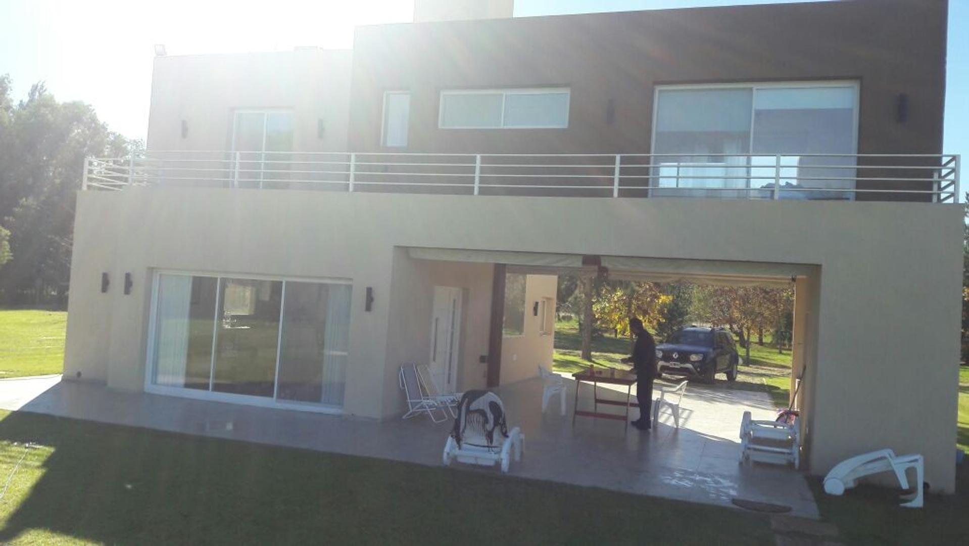 Hermosa casa en amplio lote de 1200mt2!!!