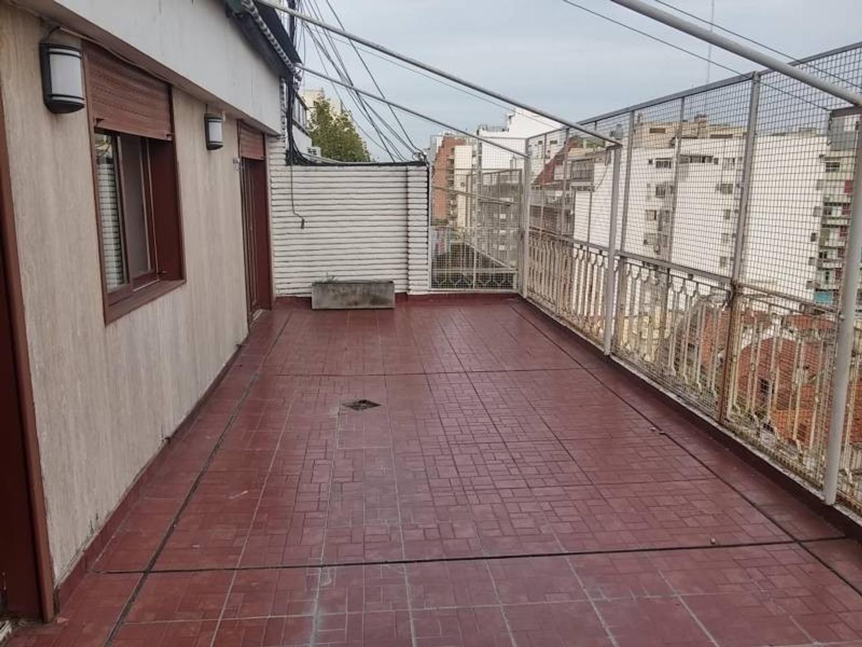 Departamento 3 ambientes al frente con balcón terraza y baulera. Excelente vista