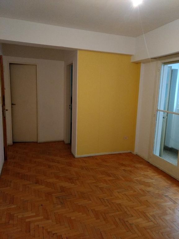 2 ambientes amplios, 2º piso x escalera, bajas expensas, Cuenca y Beiro.