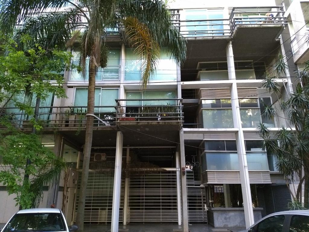 2 ambientes con balcón, 2 baños, cochera fija, baulera, pileta, gimnasio, sauna, laundry, seguridad