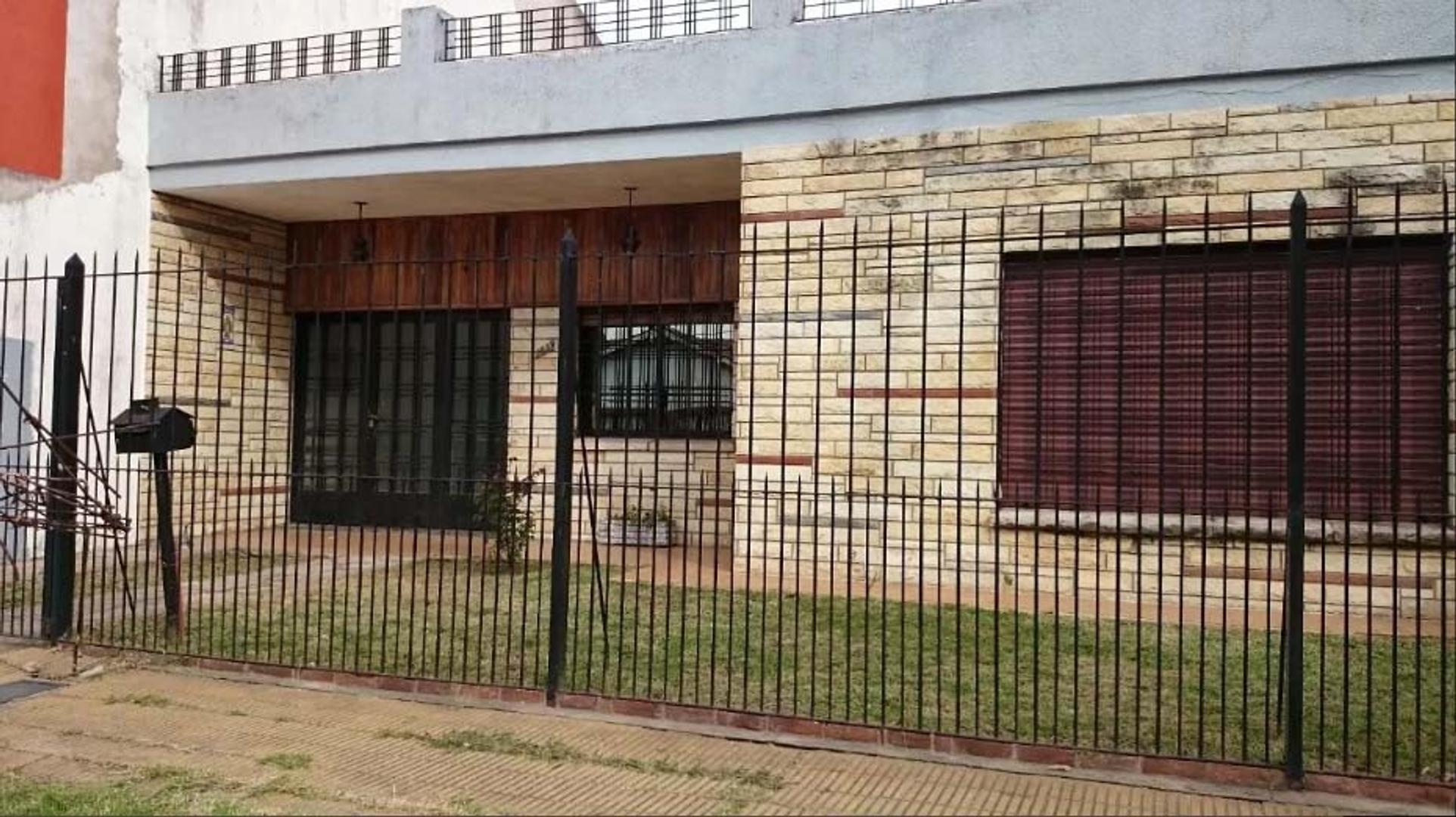 (GPA-GPA-1762) Casa - Venta - Argentina, Morón - Machado 1800