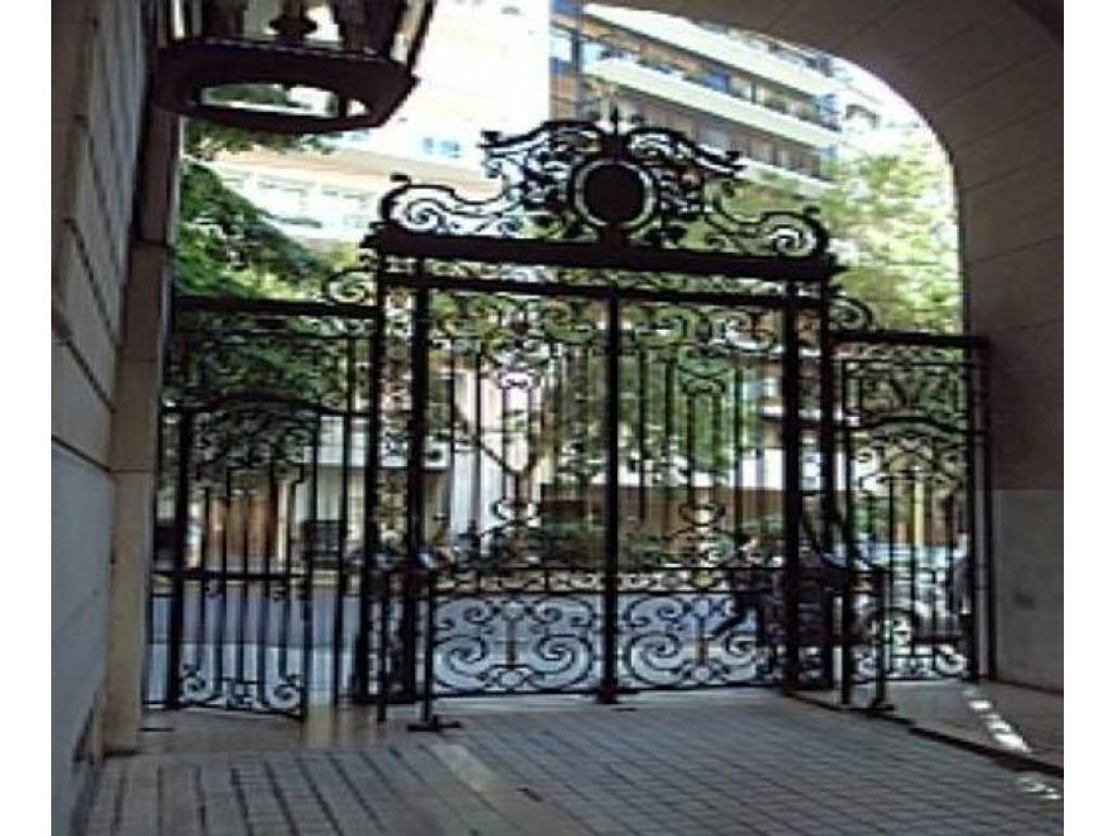 Edificio Estrugamou - Amplio departamento en esquina