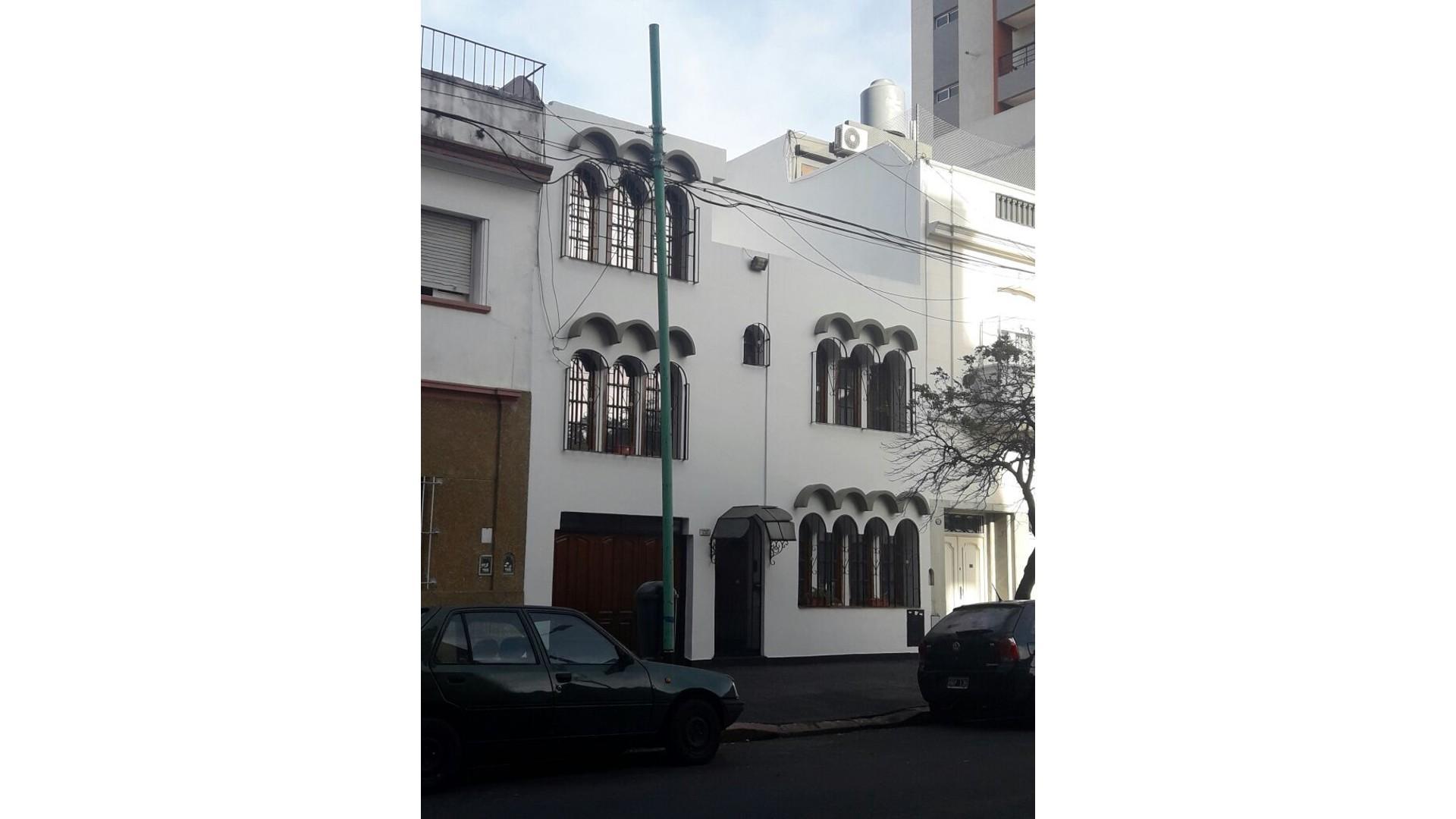 Hermoso Casa de 7 Ambientes, 4 Baños, 5 Dormitorios,  Cochera, Lavadero, Patio, Parrilla