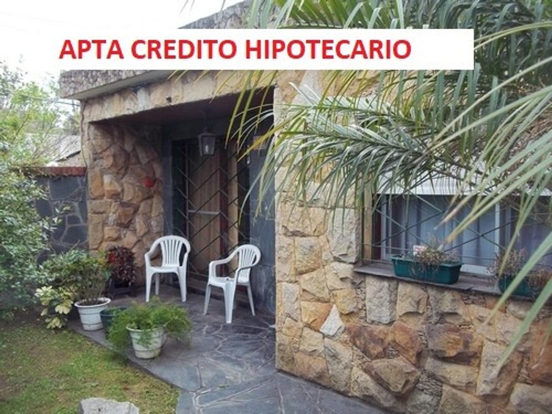 VENTA- ITUZAINGO-  CASA AMERICANA  MUY BUENA CONSTRUCCIÓN- CON LOCAL COMERCIAL – PARQUE LIBRE-