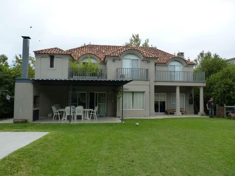Casa en Ayres de Pilar