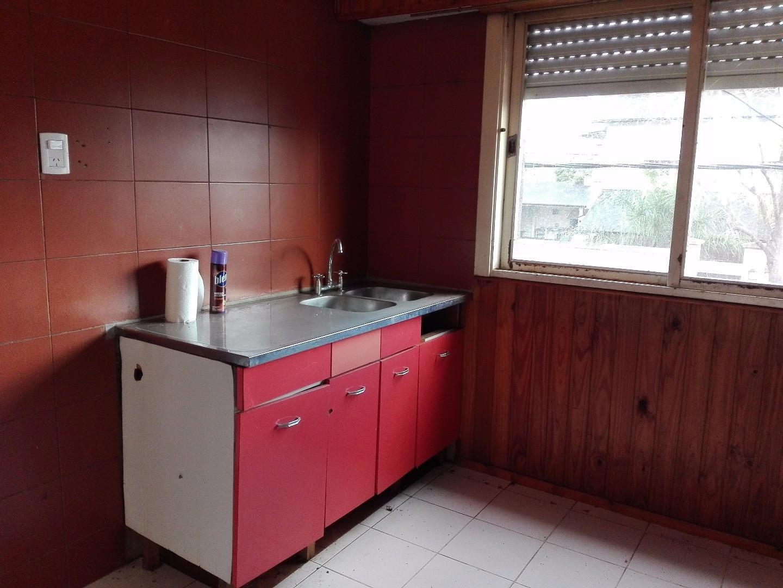 3 ambientes en planta alta con cochera cubierta,  Independencia 5231, Villa Ballester