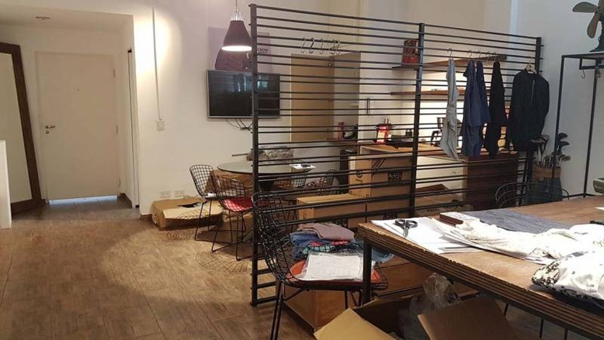 Freire 956 Oficina muy luminosa al frente