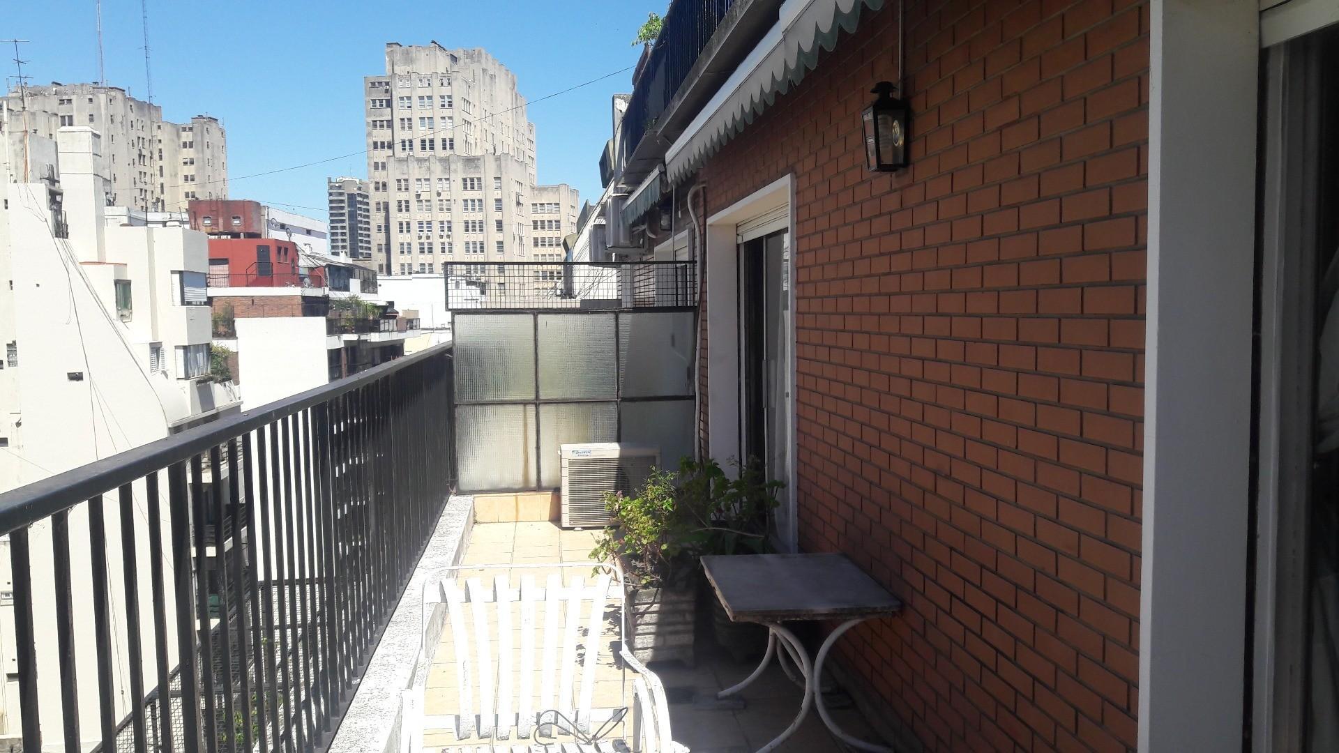 Excelente departamento al frente con balcón terraza