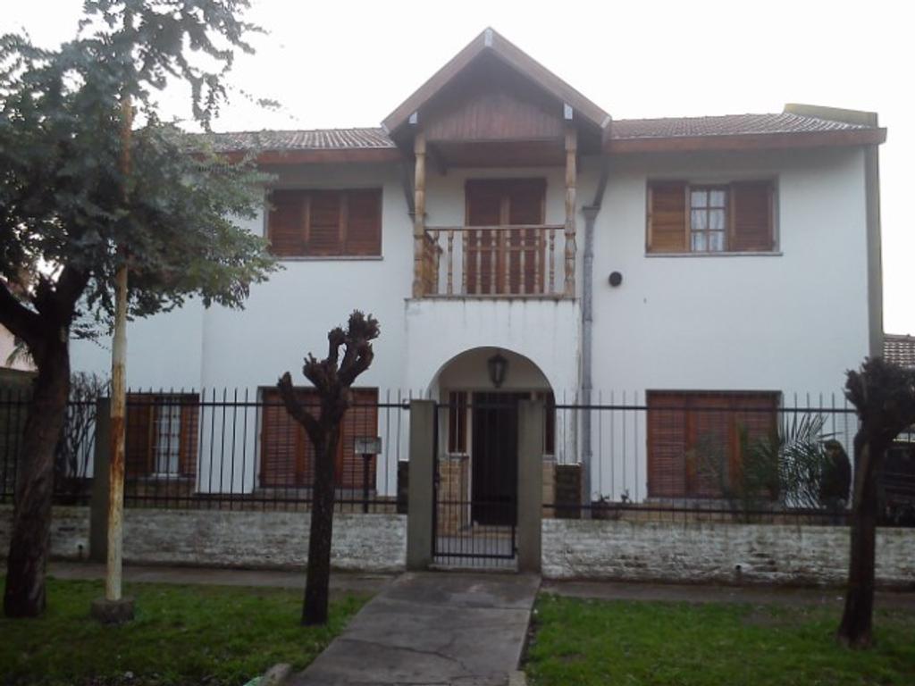 Importante casa , gran terreno APTA CREDITO